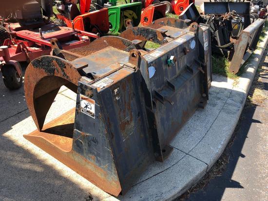 Grapple Bucket. (Missing hydraulic cylinders)