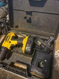 Dewalt 18v cordless drill set w/ 2 batteries and charger