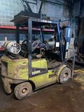 Clark triple mast fork lift starts and runs showing 2999 hours on meter