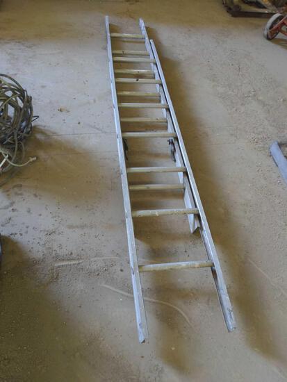 Smaller aluminum extension ladder