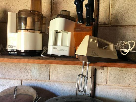 Kitchen items including food processor, juice extractor, knife block with knicves and blender