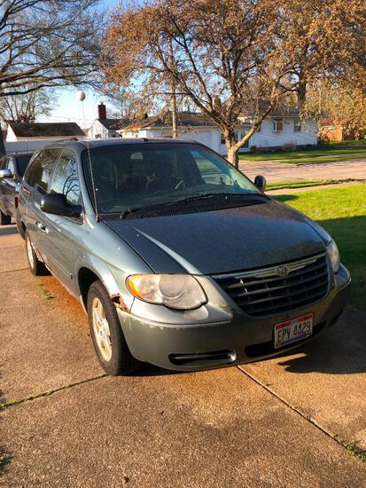 Chrysler Town & Country Minivan