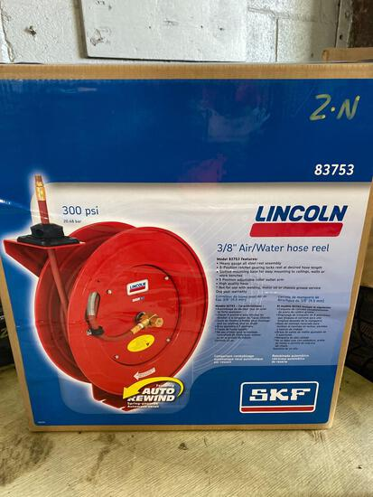 New in box Lincoln 3/8 in air/water ratcheting hose reel w/ hose