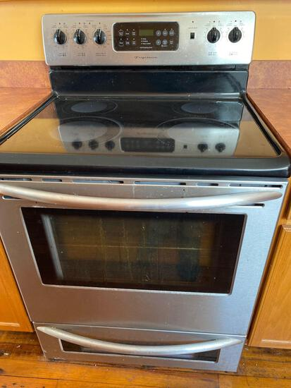 Frigidaire stove. Well maintained