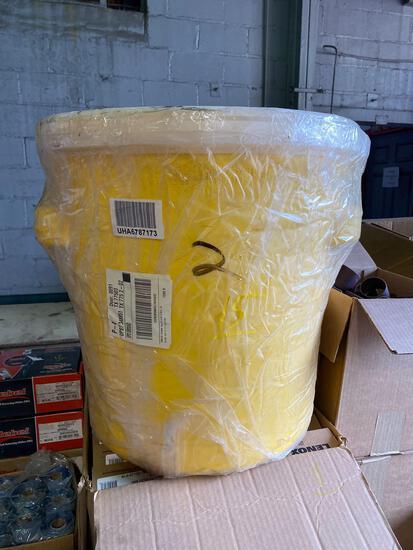 Self containment plastic tote