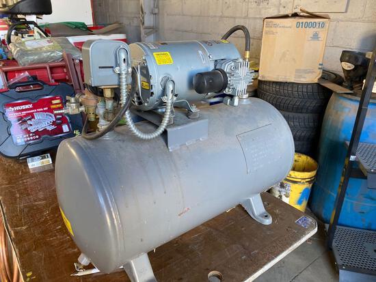 Sylvan Industries Inc Model 2HBC-10-M200X, 130psi Vac Pump Air Compressor