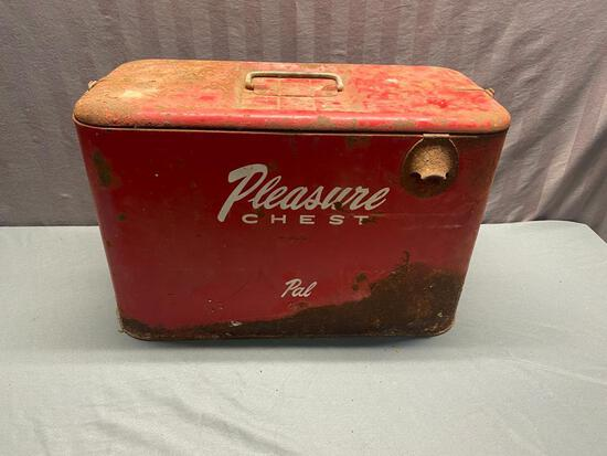 Vintage Pleasure Chest JR metal cooler