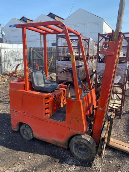 Allis Chalmers ACC30-L Dual Mast LP Forklift.