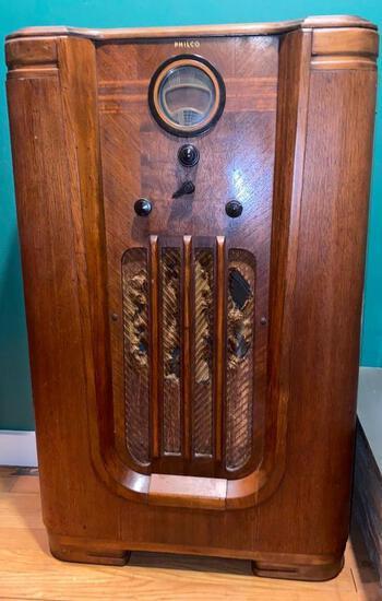 PHILCO 37-630 STAND UP ANTIQUE RADIO