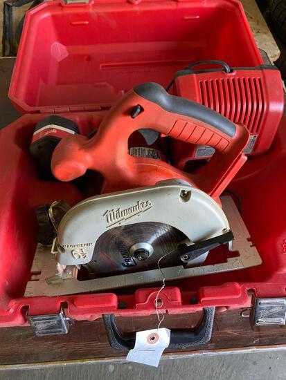Milwaukee 18v Cordless Circular Saw w/ battery & charger