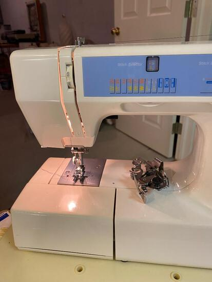 KENMORE SEWING MACHINE/ POWERS ON