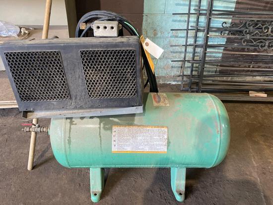 SpeedAire 30gal, 3/4hp Air Compressor