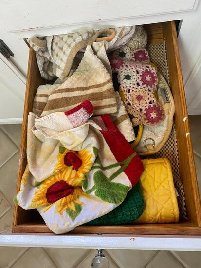 Contents of Kitchen Hotpad Drawer