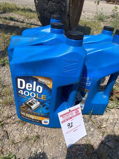 (5) Chevron Delo 400 LE Motor Oil.