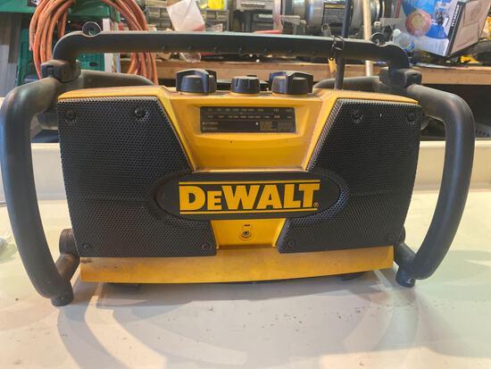 Dewalt 110v/Battery Powered Radio