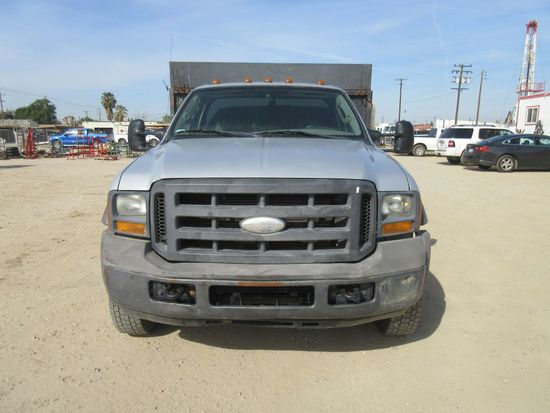 2005 Ford F550 w/Dump Bed