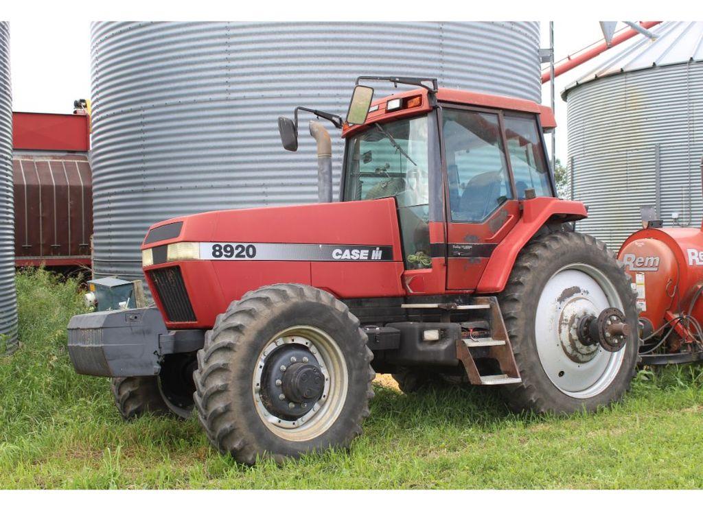 Case-IH 8920 Magnum MFWD Tractor
