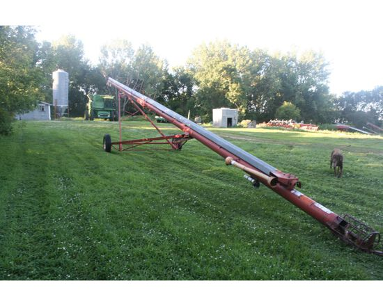 """Feterl 8""""x60' Auger w/Side PTO & Mechanical Lift (red)"""