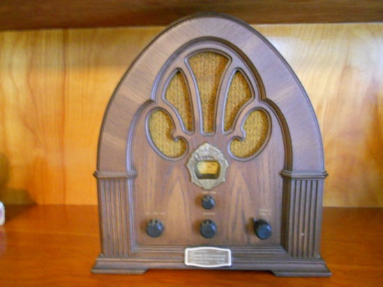 Vintage Philco-Ford Radio