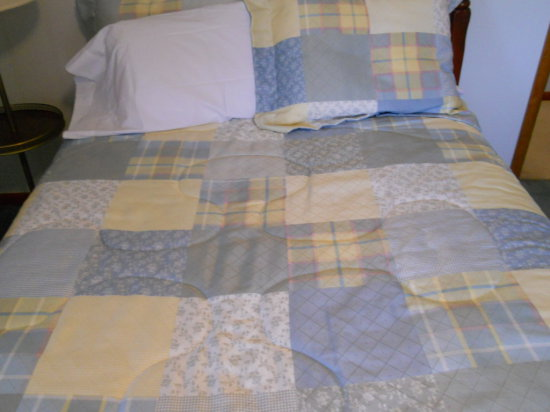 Vintage Full Size Quilt and Pillows