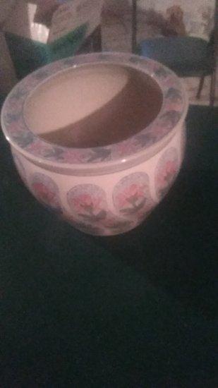 Vintage Floral Design Pot