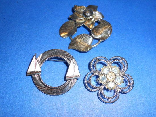 Lot of 3 Brooches