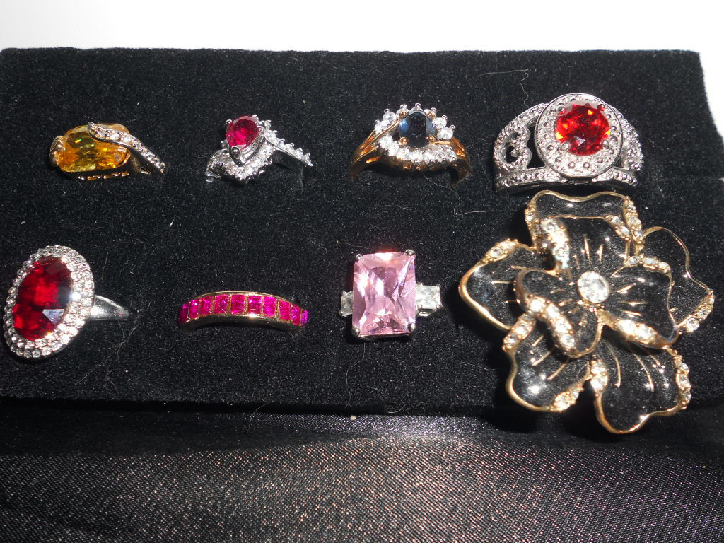 Jewelry, Collectibles, Art Glass