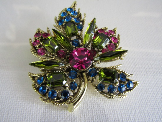 Vintage Stunning Rhinestone Flower Brooch