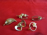Vintage Lot of 5 gold Tone Brooches