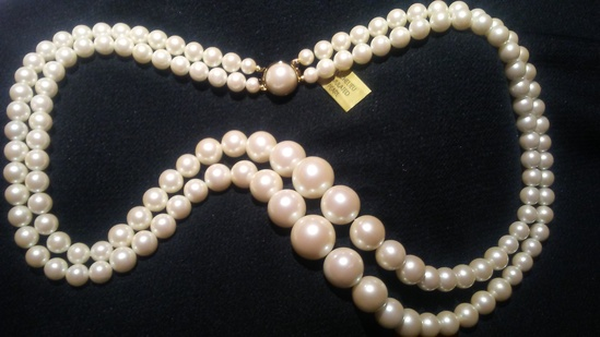 """Vintage 14"""" Double Strand Faux Pearl Necklace"""