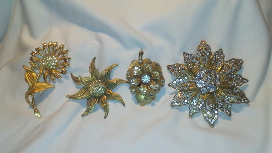 Retro Lot of 4 Gold Tone and Clear Rhinestone  Brooches
