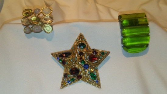 3 pc. Retro Hair Clip, Crystal Ring, and Multicolored Stone Star Brooch