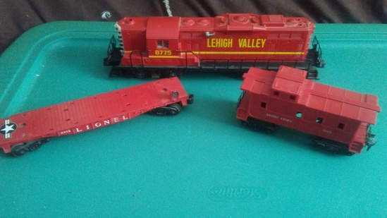 Lionel 8775 Engine with Flat Car and Caboose