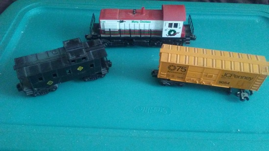 K-Line 2319 X-mas Engine and Lionel JC Penney Boxcar and Caboose