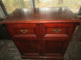 Ant/Vintage Magnavox Radio and Record Player in Cabinet