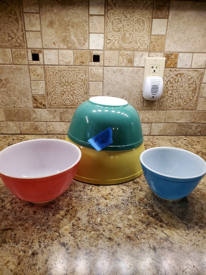Set of 4 Colored Pyrex Bowl