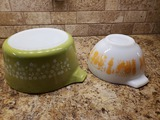 2 Sets Pyrex, 1 Green, 1 White/Rooster