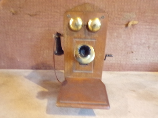 Vintage-The Country Belle Telephone AM Radio By GUILD