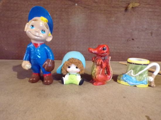 lot of 4-3 ceramic banks and 1 boot mug