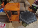 Lot of 2 End Tables