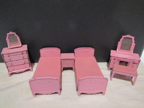 Metal Tootsie Dollhouse Furniture