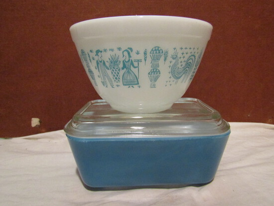 Vintage Pyrex Bowl and Refridgerator Container with Lid