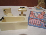 Renwal Bathroom and Playpen with 2 Dolls Furniture
