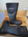 New Muck Master Boots, Women Size 8 or Men Size 7, in Original Box
