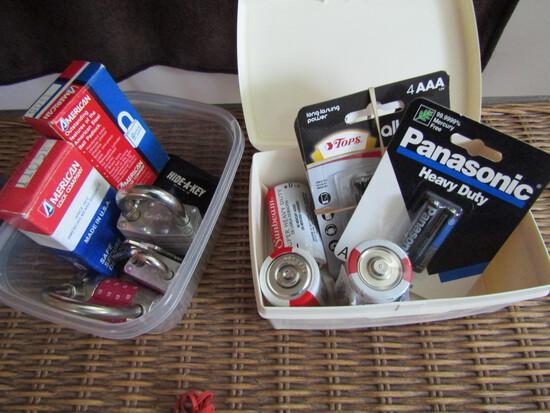 Lot of Locks and Batteries, Locks with Keys