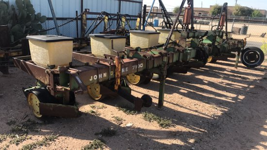 JD 7100 8 Row Planter