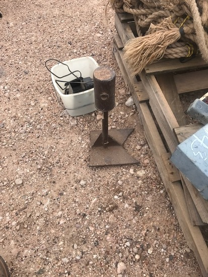 Horse shoeing stand