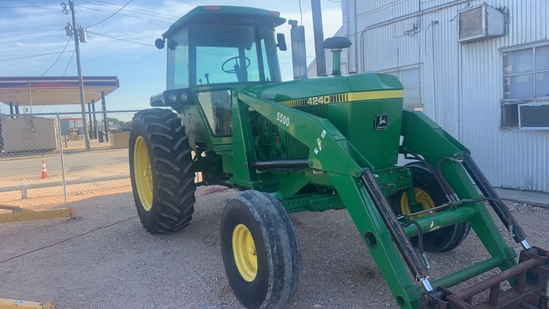 1980 JD 4240 Tractor with loader