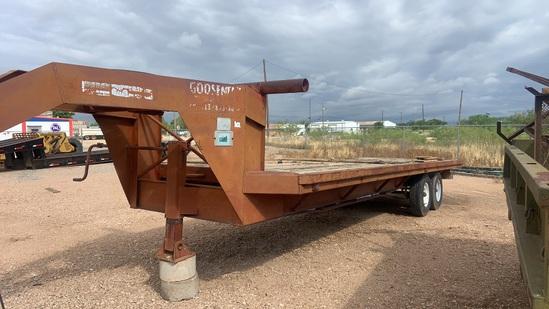 GOOSENECK 25' flatbed trailer