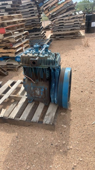 Quincy 390 Air compressor 7.5x4x4